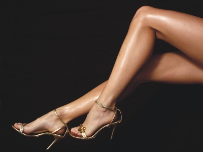 Feticismo dei tacchi alti e del dangling spiami in giardino mentre leggo il giornale ed accavallo le gambe in modo sensuale - 3 5