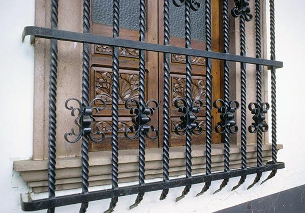 Grate in ferro battuto - Grate in ferro battuto per finestre ...