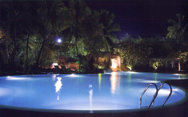 Illuminazione piscine - Impianto luci giardino ...