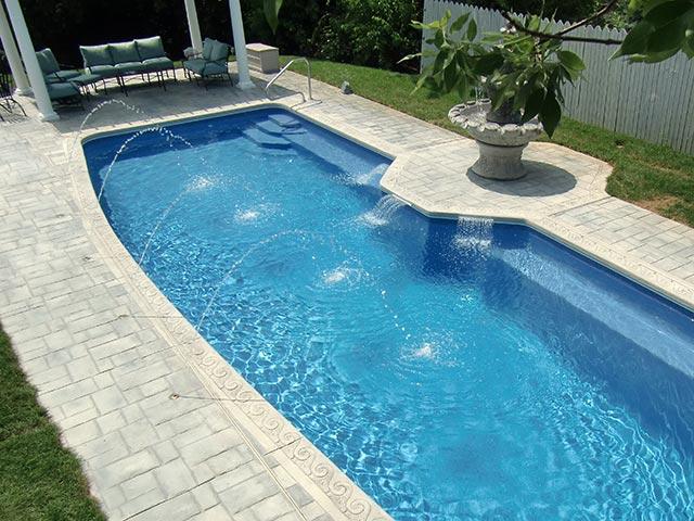 Piscina da giardino prefabbricata - Costruire una piscina interrata ...