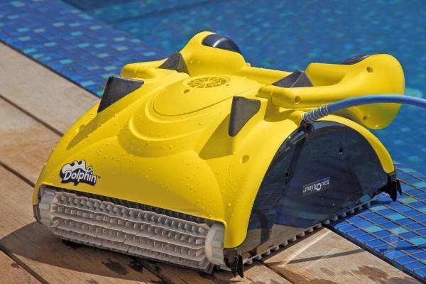 Robot per la pulizia della piscina